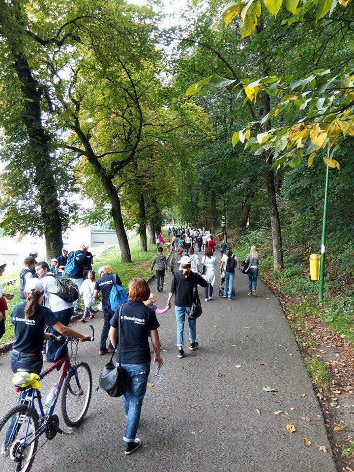 Aproape 200 de persoane au mărșăluit prin centrul Brașovului sâmbătă, de Ziua Mondială a Mersului pe Jos