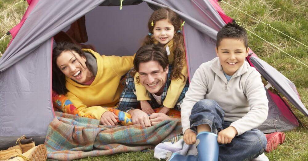 Vacanta la cort – cum previi situatiile neprevazute departe de casa