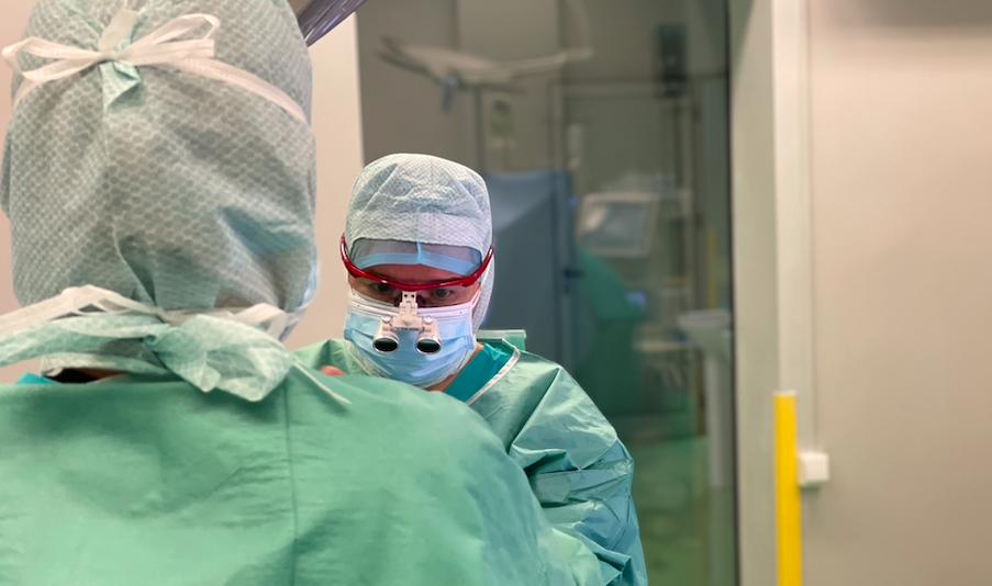Intervenție complexă de chirurgie cardiovasculară cu bypass aortocoronarian și trombendarterectomie